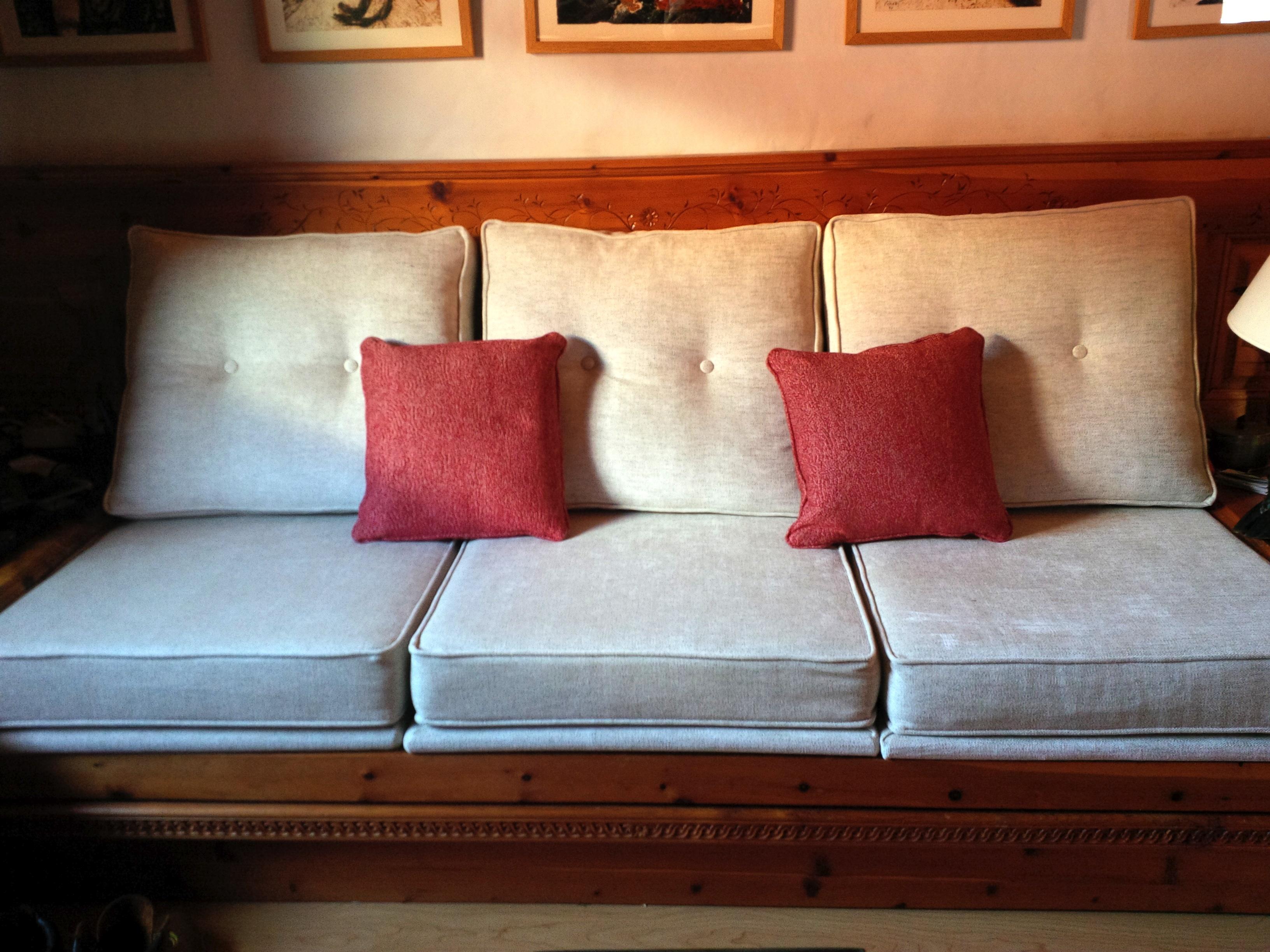 Bench cushions in cream velvet